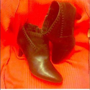 Clarks ARTESIAN black leather side zip bootie 6.5